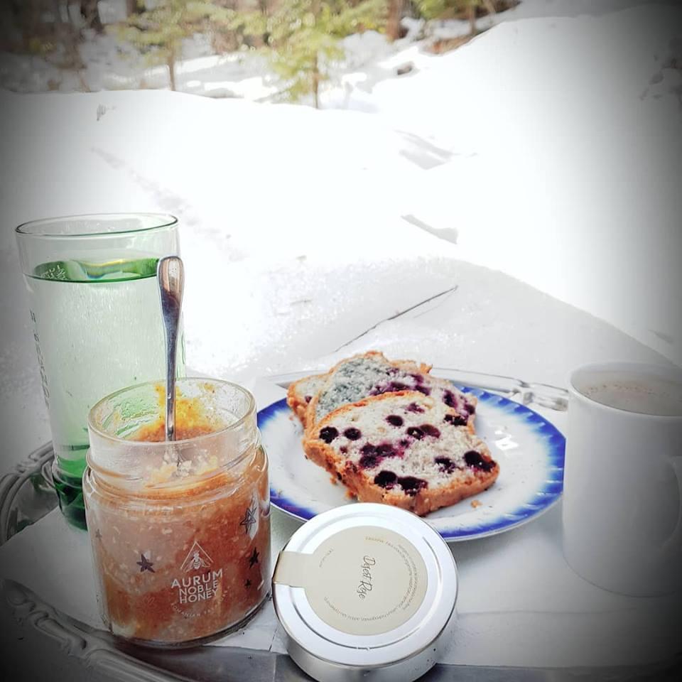 Mic dejun dulce sanatos cu miere pura Romaneasca